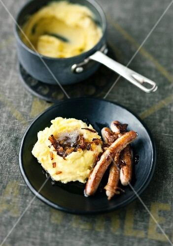 Bangers and mash wit fried onions