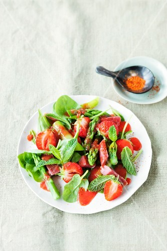 Asparagus salad with strawberries, rhubarb and mint