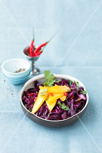Red cabbage salad with chilli and mango