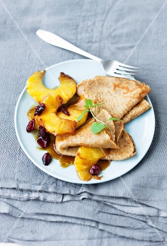 Crêpes with caramelised pineapple