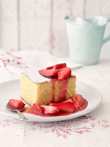 Almond cake with strawberries and strawberry sauce