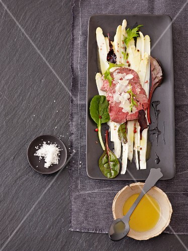 Asparagus carpaccio with roast beef fillet
