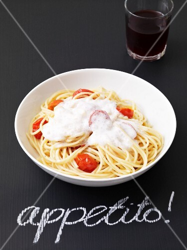 Spaghetti with tomatoes and lime foam