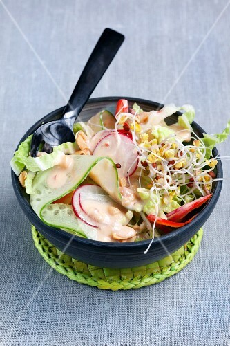 Oriental raw vegetable salad