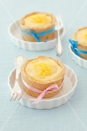 Mini cheesecakes with bows