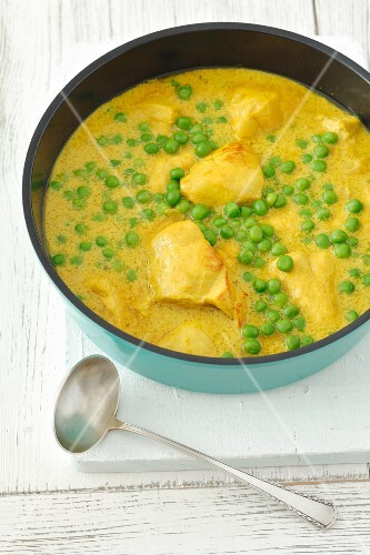 Chicken breast in curry sauce with peas