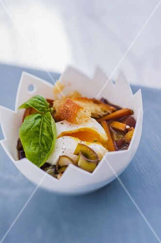 Oeuf meurette (poached eggs in a red wine and vegetable sauce)