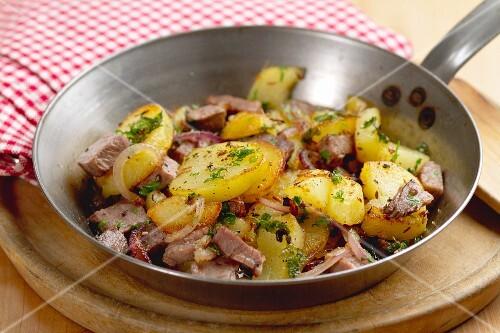 Tiroler Gröstl (fried potatoes with beef)