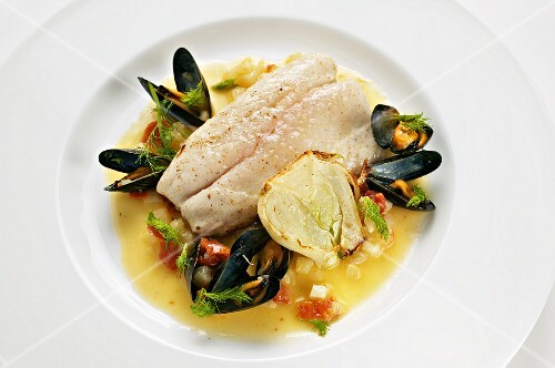 Bass fillet with mussels and fennel