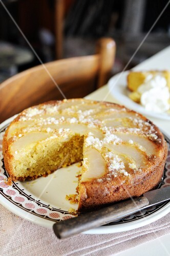 Upside down pear and cinnamon cake