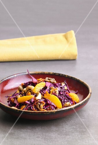 Red cabbage salad with oranges, walnuts and cashew nuts
