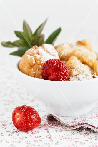Strawberry doughnuts in a bowl