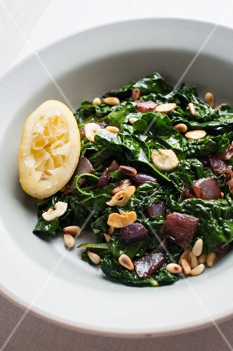 Warm kale salad with caramelised onions