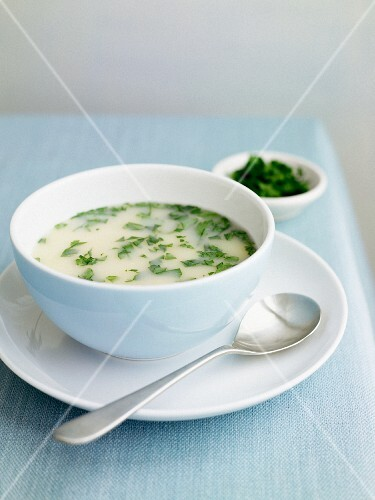 Chicken and lemon soup with herbs
