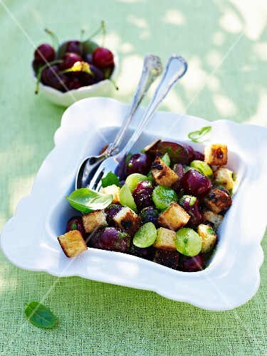 Panzanella with grapes and cherries