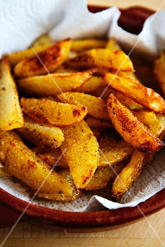 Spicy fried potato wedges