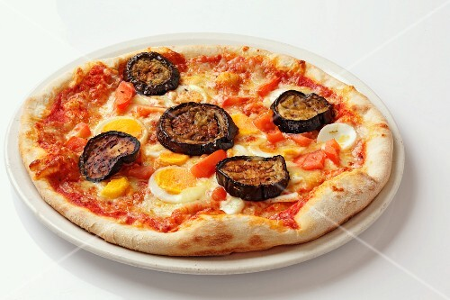 A grilled aubergine and egg pizza