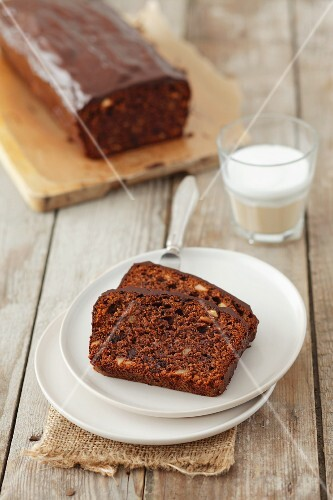 Ginger cake with chocolate and almonds