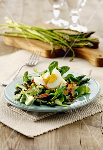 Egg salad with asparagus
