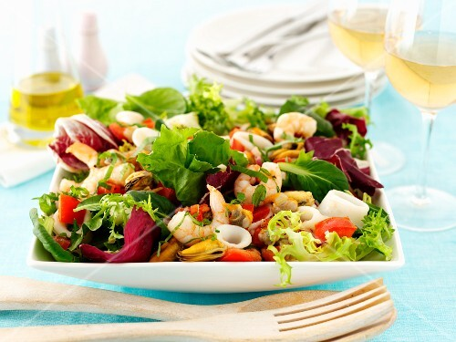 Salad leaves with seafood