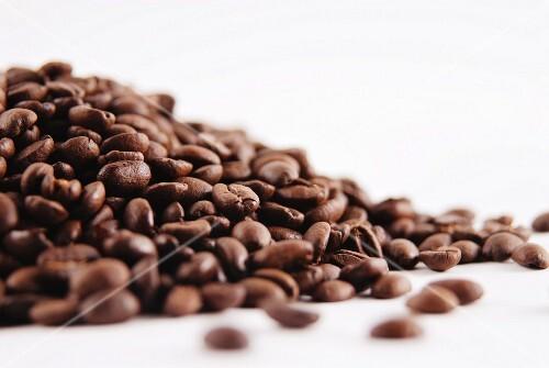 ein haufen kaffeebohnen bild kaufen 11140221 stockfood. Black Bedroom Furniture Sets. Home Design Ideas