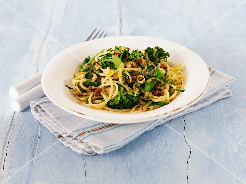 Linguine with broccoli and lemon zest