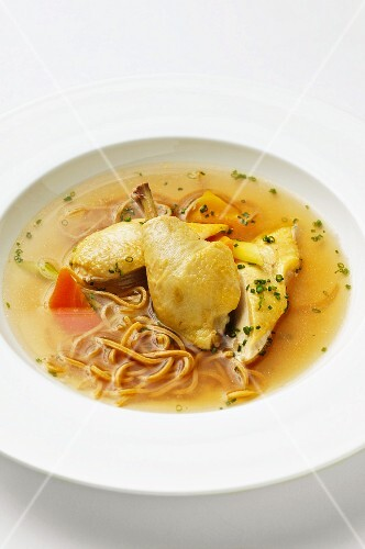 Chicken soup with wholemeal pasta
