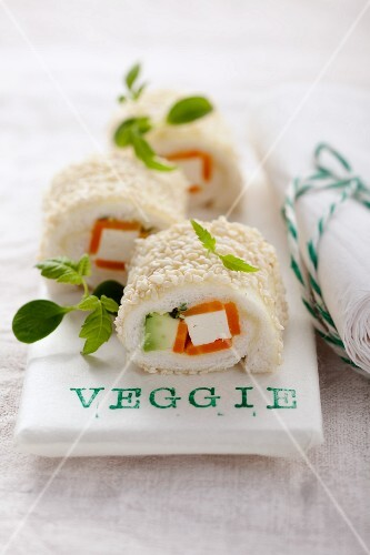 Sushi roll tramezzini with a vegetable and tofu filling