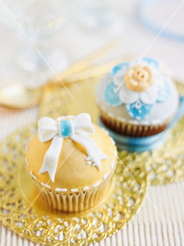 Cupcakes with yellow and blue icing
