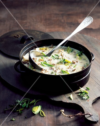 Cheese soup with leek