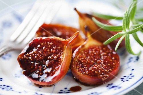 Baked figs with balsamic vinegar