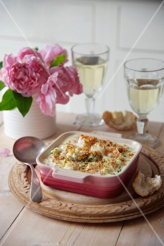 Seafood bake with breadcrumb topping