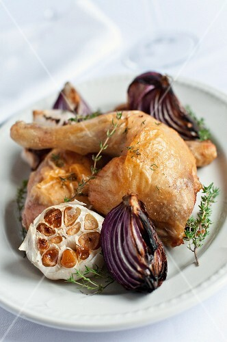 Chicken legs with thyme, garlic and red onions