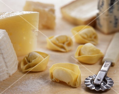 Tortellini al formaggio (tortellini filled with cheese, Italy)