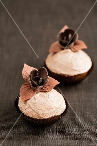 Cupcakes with flower decorations