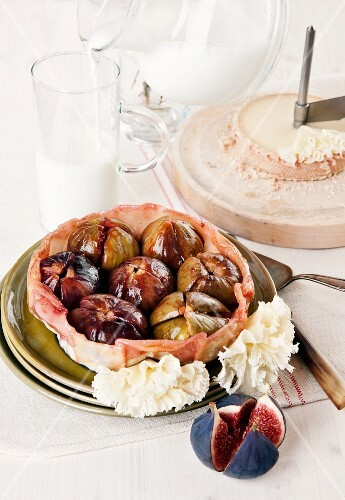 Fig tarte tatin with Tête de Moine cheese