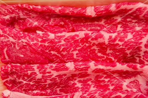 Wafer-thin sliced Wagyu beef (close-up)