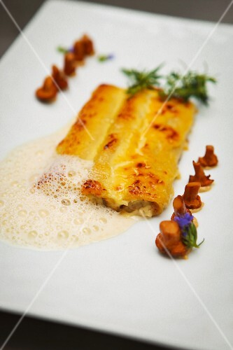 Cheese cannelloni with mushrooms and a parmesan emulsion