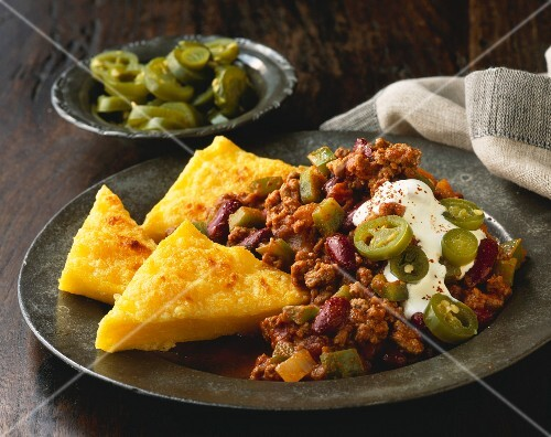 Chili con carne with polenta triangles