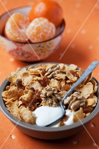 Cornflakes with walnuts and raisins