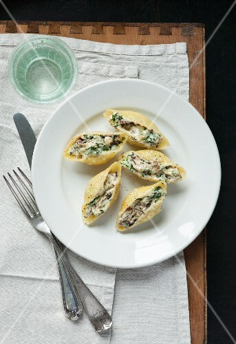 Large pasta shells stuffed with ricotta, spinach, mushrooms and parmesan