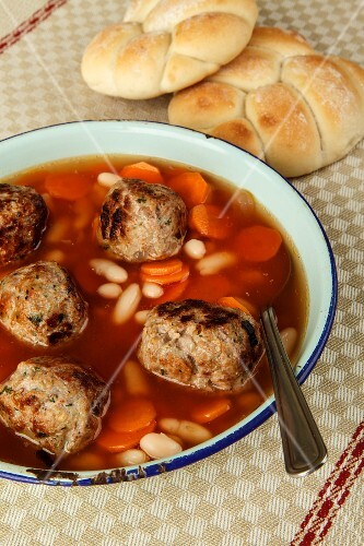 Vegetable broth with beans, carrots and meatballs