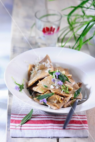 Ravioli with herbs and edible flowers