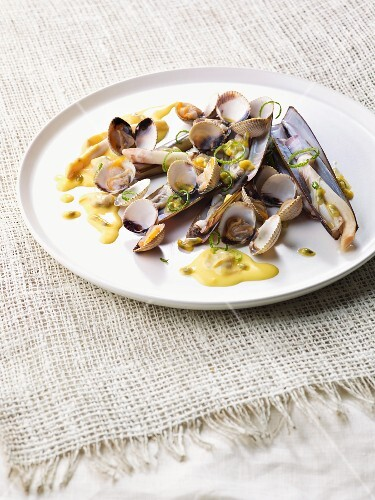 Mussels with passion fruit sauce
