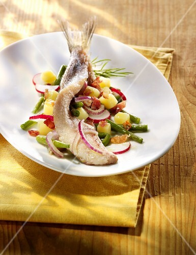 Young herring with potato salad, radishes and green beans