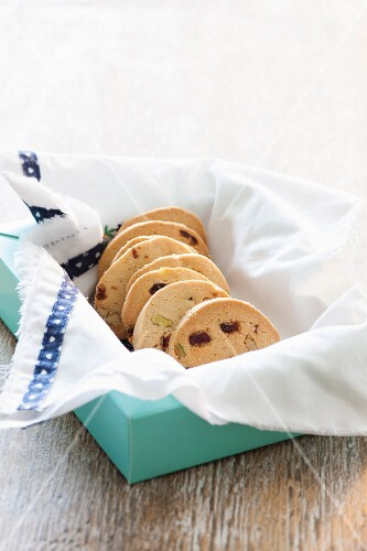 Walnut-cranberry cookies in a box