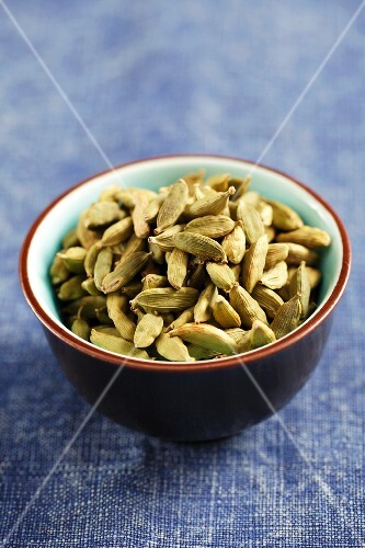 Cardamom pots in a small bowl