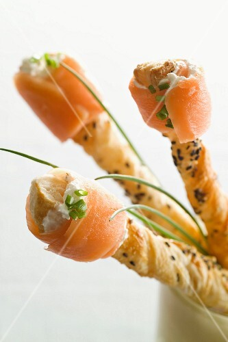Crisp pastry straws with black cumin and smoked salmon