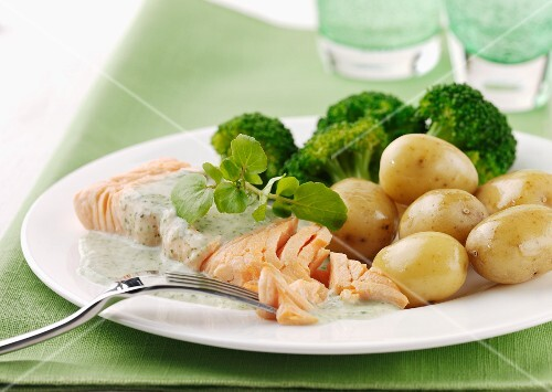 Salmon fillet with potatoes, watercress and broccoli