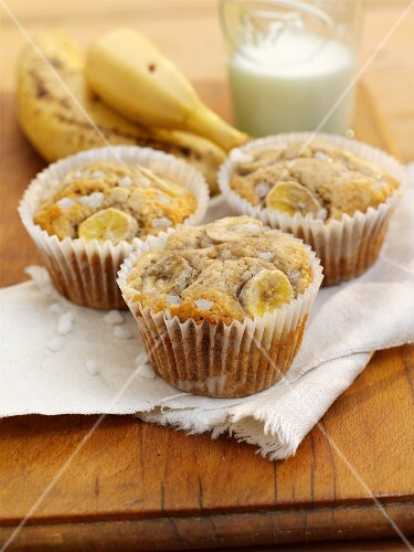 Honey and banana muffins with sugar crystals